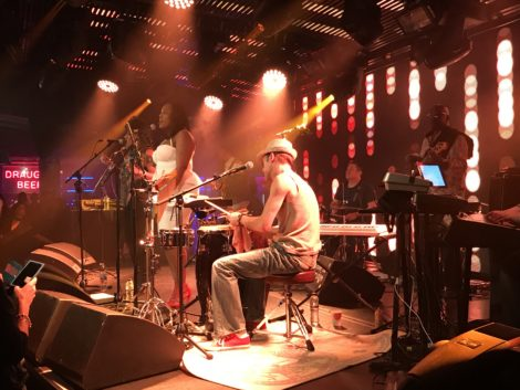 Dries Bone live on stage at London's Under The Brigde.